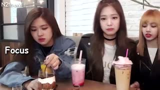 BLACKPINK Rosé can't stop eating