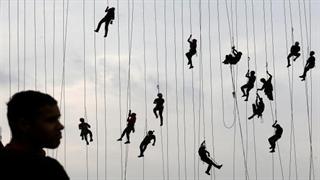 پرش 245 نفری از روی پل در برزیل برای ثبت رکورد جهانی