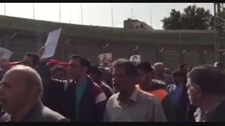 تشییع پیکر ابراهیم آشتیانی با حضور پیشکسوتان و اهالی فوتبال در ورزشگاه شهید شیرودی