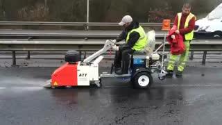 ماشین خشک کننده آسفالت- خط کشی در باران