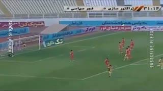 ویدیوی گل ۴۰ متری باور نکردنی در بازی تراکتور - فجر