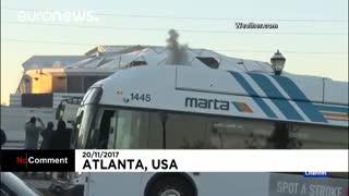 ورود نابهنگام یک اتوبوس به کادر دوربین تلویزیونی