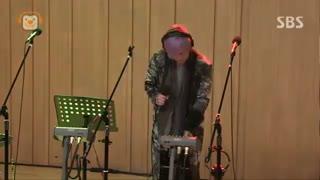 اجرای زنده از آهنگ فوق العاده ی Pray توسط لی هونگکی (خواننده ی اصلی گروه FT. ISLAND)