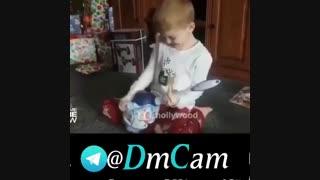 هنگام گرفتن هدیه کریسمس