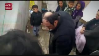 بغض دردناک مهران غفوریان با دیدن دختری که از زیر آوار زلزله نجات پیدا کرده بود/ سفر سرزده کمدین محبوب به کرمانشاه