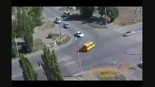 انفجار خودرو در چهارراه!!
