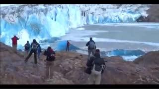 لحظات هیجان انگیز ریزش یخچال طبیعی!