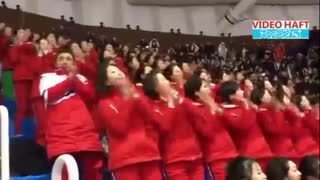 کره شمالی۲۳۰ دختر جوان را برای تشویق به المپیک زمستانی کره جنوبی برده  تشویق هماهنگ آنها رو ببینید