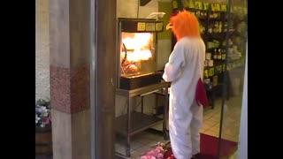 تشیع جنازه مرغ در رستوران