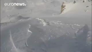 اسنوبرد سوار  فرانسوی از بهمن کوه آلپ جان سالم به در برد