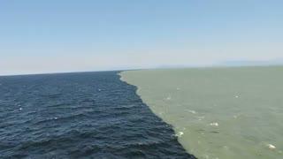مرز بین دریا و رودخانه