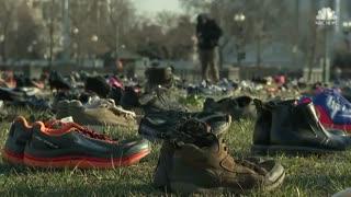 اعتراض با هفت هزار جفت کفش مقابل کنگره آمریکا