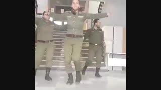 رقص گروهی  سربازای ایرانی در پادگان شیطونا اینقدر ها هم که میگین سربازی بهتون بد نمیگذره ها :))