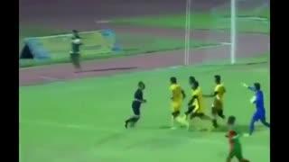ضربوشتم داور فوتبال توسط بازیکنان در لیگ اتیوپی!