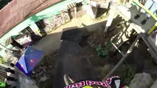 مسابقه دوچرخه سواری هیجان انگیز در کوچه های باریک شیلی