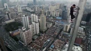 بالا رفتن از یکی از برج های شانگهای