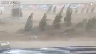 تصاویر هولناک طوفان با سرعت 120 کیلومتر در شهر آستانه قزاقستان