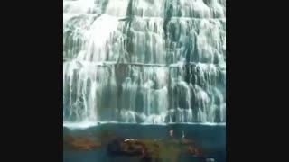 آبشاری زیبا در ایسلند