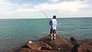 زیباترین فیلم مستند ماهیگیری با قلاب در دریا