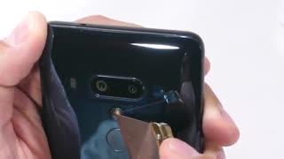 تست مقاومت بدنه HTC U12 پلاس