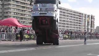 دو چرخ با کامیون (به اصطلاح تک چرخ)