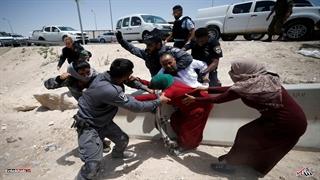 رفتار وحشیانه ماموران رژیم صهیونیستی با زنان فلسطینی