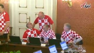 حضور وزیران کرواسی با لباس تیم ملی در جلسه هیات دولت