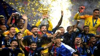 اهدای جام قهرمانی جهان به تیم ملی فرانسه