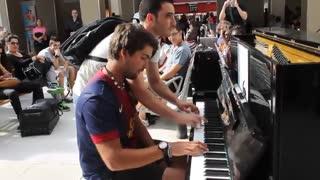 نوازنده حرفه ای پیانو در مترو