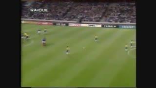 ضربه ایستگاهی روبرتو کارلوس در بازی برزیل - فرانسه ۱۹۹۷