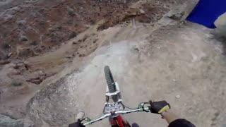 دوچرخه سواری کوهستانی فوق العاده هیجان انگیز و خطرناک