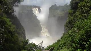 آبشار پهناور و زیبای ویکتوریا