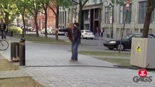 دوربین مخفی خنده دار بازی با سیم برق