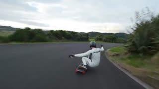 رکورد زنی سرعت با اسکیت بورد