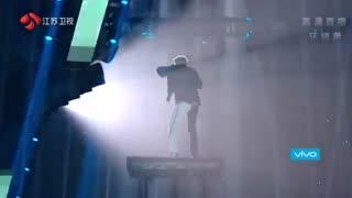 اجرای زنده بسییی خفن اهنگ B.M  از کریس وو + تقدیم به حبه انگورم ♡◡♡