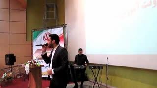 اجرای زنده آهنگ بهنام بانی توسط مجری