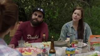 تریلر سریال «Camping» با بازی جنیفر گارنر و دیوید تننت