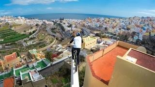 دوچرخه سواری فوق العاده دنی مک اسکیل در جزایر قناری
