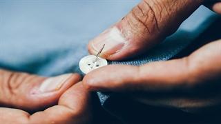 آموزش دوختن دکمه به لباس